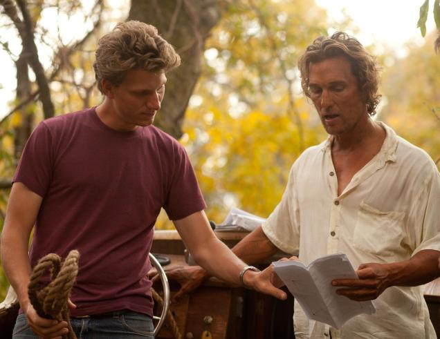 still-of-matthew-mcconaughey-and-jeff-nichols-in-mud-(2012)-large-picture