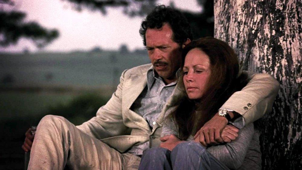 bring-me-the-head-of-alfredo-garcia-1974-014-bennie-and-elita-under-tree